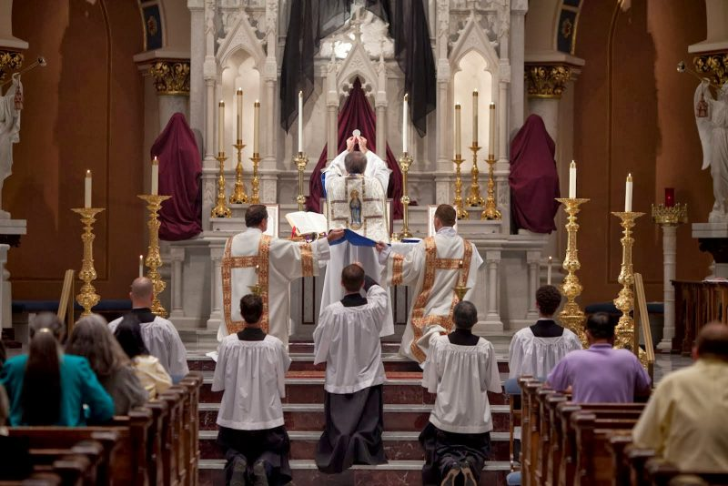 On Sunday, we go to Mass at 9pm to pray in the Catholic Church ...
